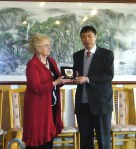 Mayor receiving gift from Weihai official